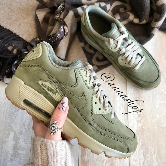 save off 209d7 d57a8 NWT Nike Air max 90 Rare Suede NWT